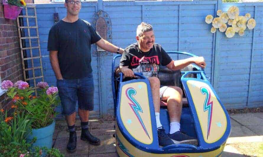 FUNFAIR FAN ROBBIE GETS OCTOPUS CAR SURPRISE