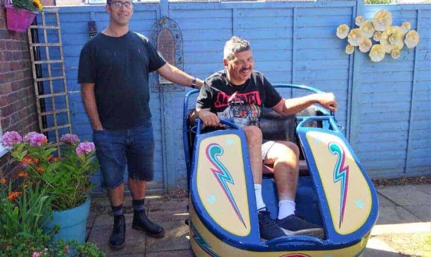 FUNFAIR FAN ROBBIE GETS OCTOPUS CAR SURPRISE